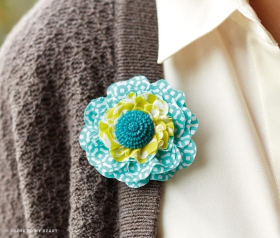 14-ss-skylark-flower-pin